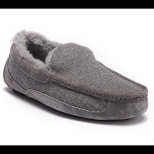 Ugg Ascot Slippers, Men's Size 10, Gray
